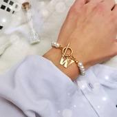 I śmiało mogę powiedzieć, że to Wasz ulubieniec 😘 ❤️ Numer 1 ostatnich dni 🤍🤍🤍 Perełki skradły serducho 😍 #bransoletka #bransoletki #celebrytka #bransoletkazzawieszką #stalchirurgiczna #perełki #perly #bizuteriapersonalizowana #biżuteria #madeinpoland #sklepzbiżuterią #skleponline #fashionblogger #rękodzieło #jewelrystore #zrobionewpolsce #wykonaneręcznie #handmadebracelet #bransoletkahandmade #biżuteriaautorska #instajewelry #pearl #modnakobieta #beautygirl