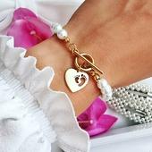 W poniedziałek witają Was perełki 😍❣️ Taka piękność ostatnio podbija Wasze serca ❤️ Udanego tygodnia 🌿🤍 #perełki #bransoletka #perly #bizuteriapersonalizowana #biżuteria #bransoletkamama #babygirl #babyboy #bransoletkadziecięca #fashionblogger #celebrytka #dziecko #coreczkamamusi #jewelrystore #modnedodatki #modnakobieta #rękodzieło #sklepzbiżuterią #zrobionewpolsce #grawer #bransoletkazgrawerem #srebro #stópki #mama #dzidziuś #poznan